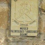 Placa en la entrada al museo