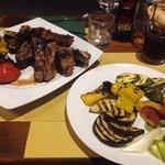 Bistecca fiorentina e verdure grigliate