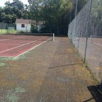 Un court de tennis a l abandon...