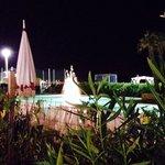 Piscina a disposizione degli ospiti dei bagni dell'Hotel by night