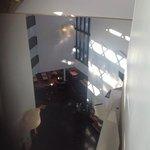 vista do corredor para o atrio e sala do pequeno almoço