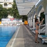 Селфи у бассейна