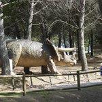 un dinosauro nel parco