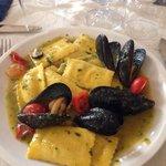 Rettangoli di cernia con cozze e salsa di zucchine buonissimi :)