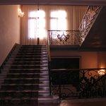 美しいホテルの階段