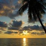 Sonnenuntergang vom Strand des Hotels aus
