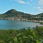 La Baie de Chiconi vue de Mangajou (Mayotte)