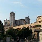 Basilica san francesco vista dal parcheggio