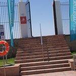 une des deux portes accédant à la plage