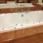 The bath, more rose petals