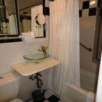 Bathroom 512