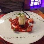 Macaron vanille sur compoté de fraise