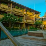 Deva Resort & Spa Koh Samui的客房區的游泳池規劃