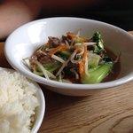 Rindfleisch mit Pakchoy und Gemüse