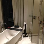 Rain shower + amazin bathtub