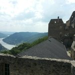 внутри Замка, вид на дворец, домовую церковь и Дунай