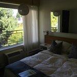 Bed, window, lighting, mirror