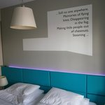 Cada habitación tenia una trozo de historia escrita en la pared.