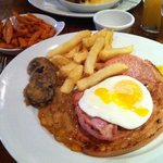 Succulent Gammon with Sweet Potatoe fries, just so nice.