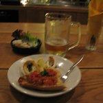 Calamares, pan con tomate y la cerveza