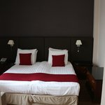 Room 102, queen bed, executive room with balcony