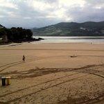 La spiaggia di Mundaka durante l'abbassamento della marea