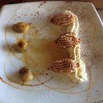Barchette alla mousse di cioccolato al latte con banane flambate