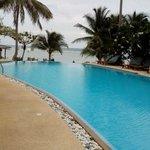 Vista de la piscina desde una hamaca
