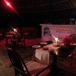 cena a lume di candela sulla spiaggia
