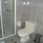 Ducha y baño de la suite