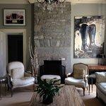 Art and decor — lovely living room!