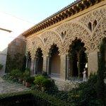 Внутренний дворик дворца Альхаферия в Сарагосе