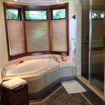 Baignoire et espace douche
