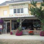 La Potinière un restaurant fleuri et accueillant...