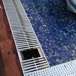 la piscine chauffee payante.... une prestation qui en jette!