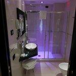 Bad/Dusche mit Farbwechsel Lampe