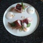 Zprudka opečený tuňák, s limetkovo-medový dresink, espuma Margarita