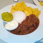 Chilli with guacamole and corn chips