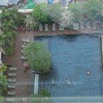Вид на бассейн с 32 этажа.
