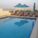 бассейн на крыши отеля
