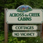 Photo de Across The Creek Cabins