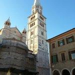 Vista sul duomo di Modena dal Caffè Concerto