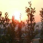 Por do sol do terraço do hotel