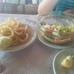 calamares y ensalada