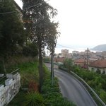 Strada antistante l'hotel