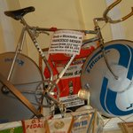 bici Moser nella chiesa del Ghisallo