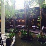 Lobby und Restaurant im Hintergrund