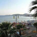 Şezlongları 18.00'da toplanmış otelin plajı