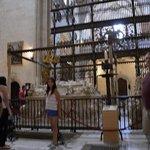 Estatuas de Isabel y Fernando yacientes sobre la cripta
