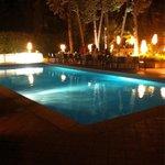 Tavolo a bordo piscina